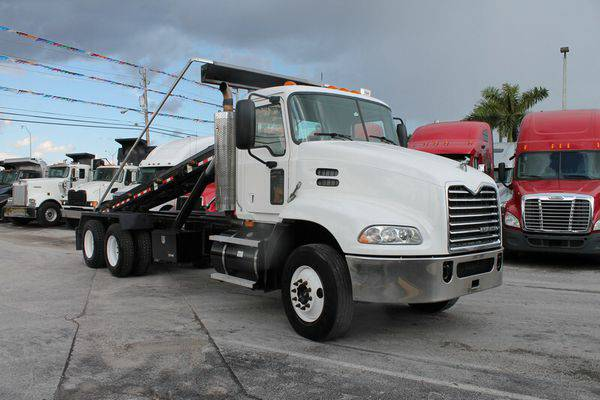 2009 *MACK* *PINNACLE* *CXU612* *ROLL* *OFF* *TRUCK* - We Finance!