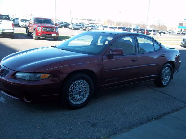 Pontiac 2000 Grand Prix SE 137000 miles, runs great, new tires, $2000