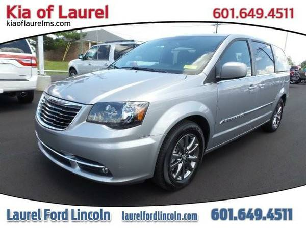 2016 *Chrysler Town & Country* S (GRAY)