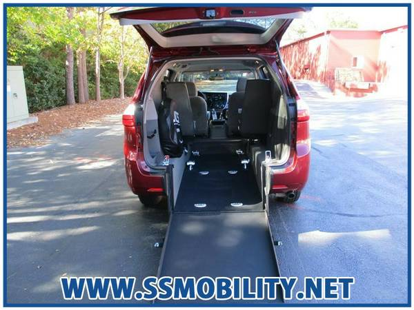 HANDICAP/WHEELCHAIR ACCESSIBLE VAN - 2015 TOYOTA SIENNA LE