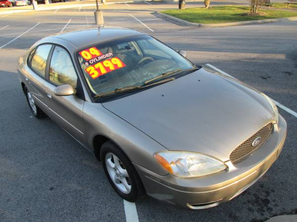 04 Ford Taurus 143,000 Clean Inside and out Runs Great !!!