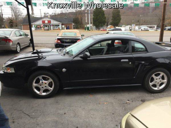 2004 Ford Mustang 2dr Coupe
