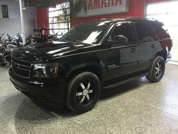 2011 CHEVROLET TAHOE 4X4 3RD ROW! BLACKED OUT PKG! LEATHER! LIKE NEW!!