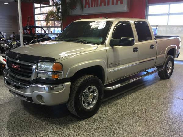2004 GMC 2500HD CREWCAB 4X4 6.6 DIESEL! LIFTED W /CHROME WHEELS!
