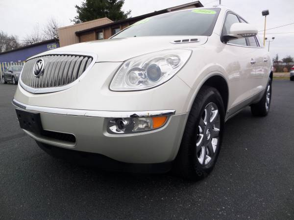 *****2008 BUICK ENCLAVE THIRD ROW SEATING ONE OWNER****$10995
