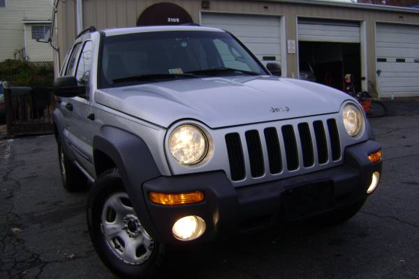 2003 JEEP LIBERTY SPORT 4WD RUNS AND DRIVES EXCELLENT READY TO GO