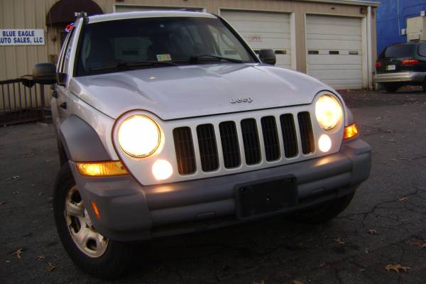 2005 JEEP LIBERTY SPORT 4WD**ONE OWNER**CLEAN CARFAX**GREAT CONDITION