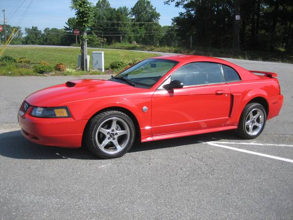 2004 FORD MUSTANG GT 5 SPEED COLD A/C EXCELLENT CONDITION