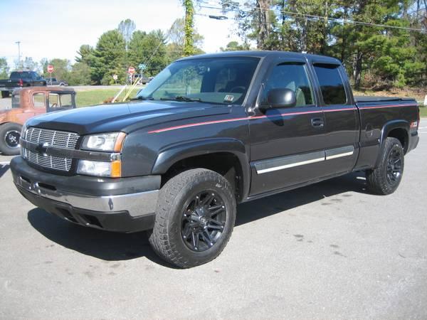 2005 CHEVROLET 4X4 EXTENDED CAB 4 DOOR SILVERADO SHORTBED PICKUP TRUCK