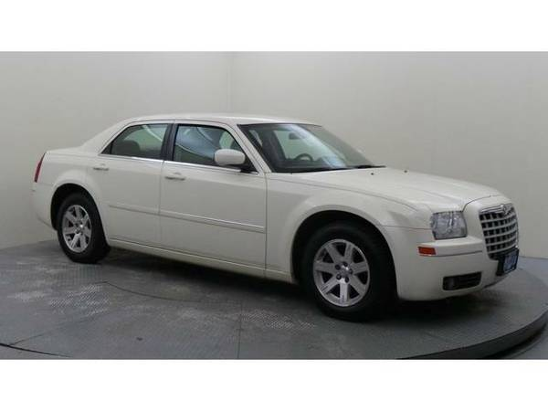 2007 *Chrysler 300* (Cool Vanilla Clearcoat)