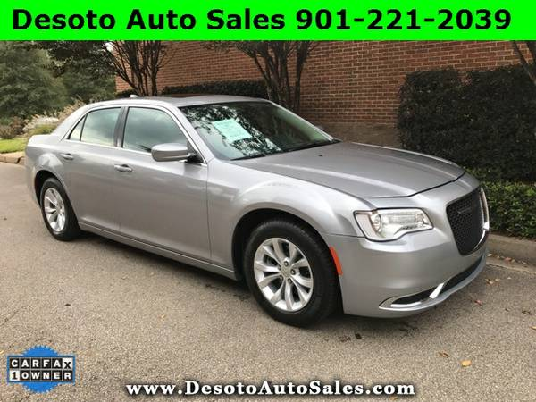 SAVE $3025 OFF RETAIL!!! 2016 Chrysler 300 Limited with Panoramic Sunr