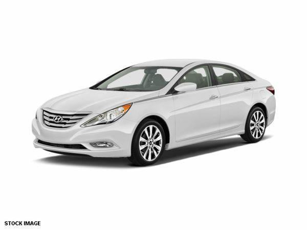 2013 *Hyundai* *Sonata* SE **WE FINANCE EVERYONE**