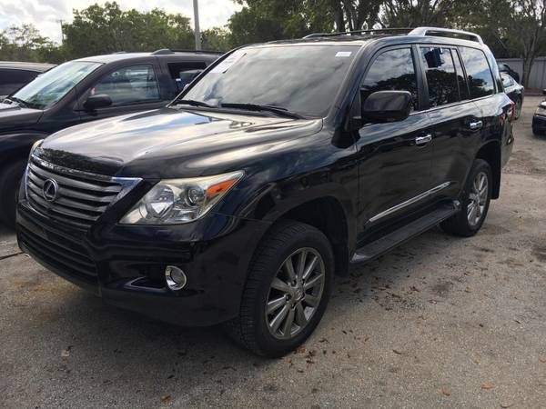 2009 LEXUX LX570 - S/ROOF - NAV $22,997 A/F - 3RD ROAD SEATS - TV