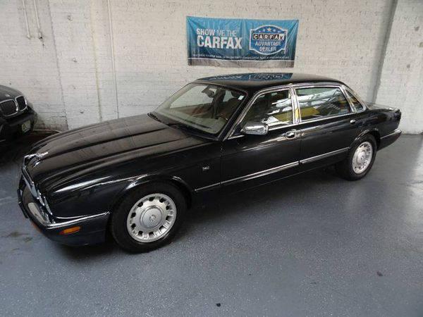2000 *Jaguar* *XJ-Series* Vanden Plas 4dr Sedan Heated Indoor Showroom