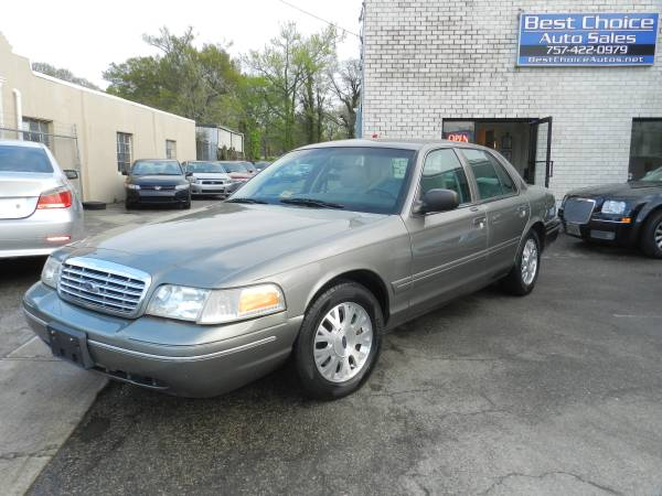 2004 Ford Crown Victoria LX Clean Luxury Car!!!