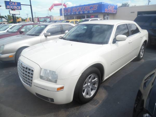 2007 Chrysler 300 - Pearl White-Loaded, Runs Perfect! 6 Month Warranty