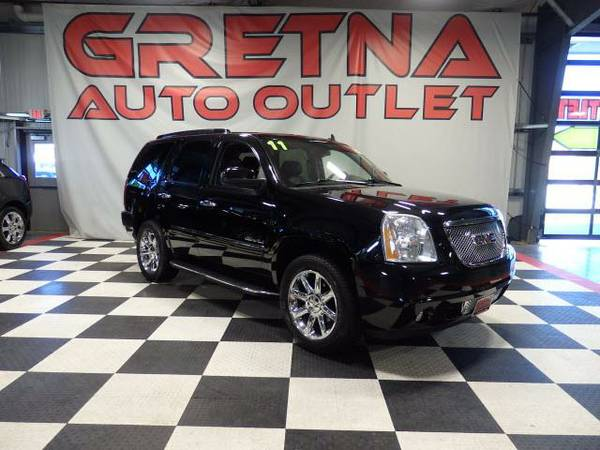 2011 GMC Yukon Denali AWD HEATED COOLED LEATHER NAV ROOF DVD