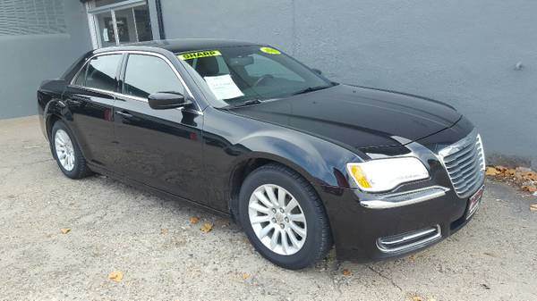 2013 Chrysler 300***VERY NICE. FINANCING AVAILABLE****