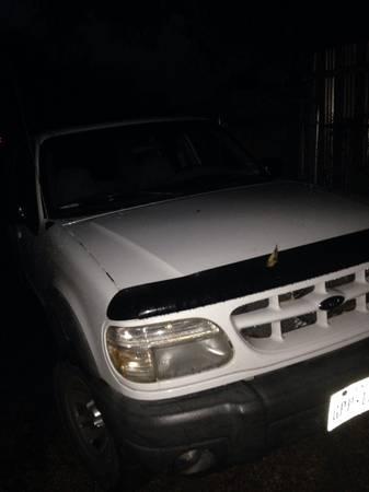 2000 Ford Explorer $1,200