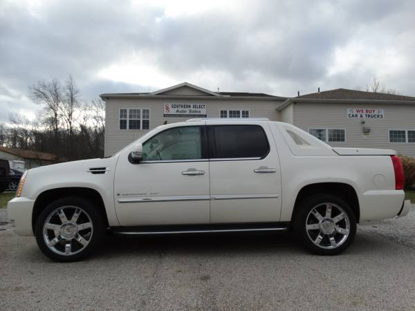 **07 Cadillac Escalade AWD Moonroof, Backup Cam. LOW MILES MUST SEE**