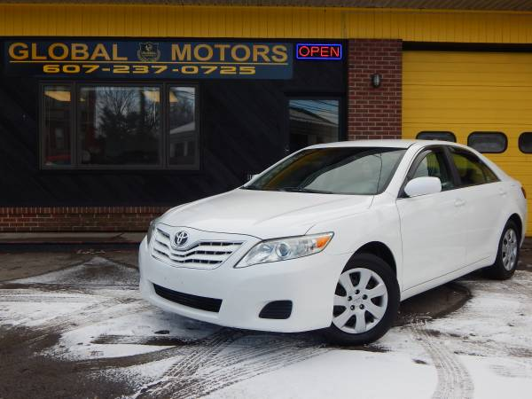 2010 TOYOTA CAMRY LE  MILES ARE ONLE 49K