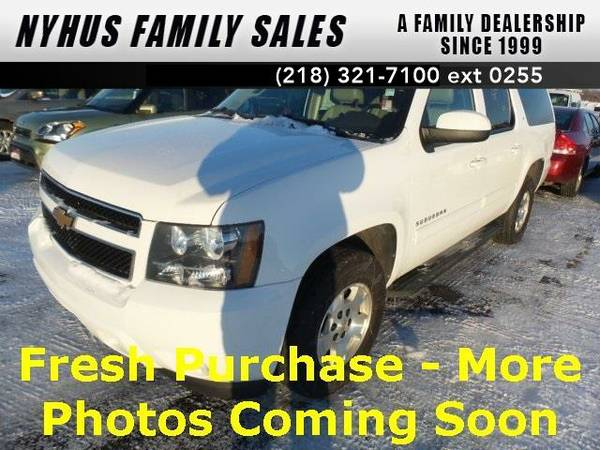 2013 *Chevrolet Suburban 1500* LT (Summit White)