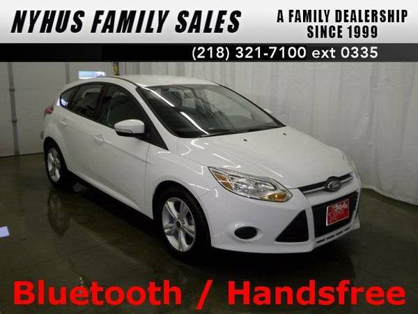 2014 *Ford Focus* SE (Oxford White)