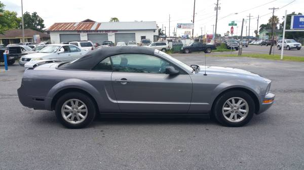 !2006 FORD MUSTANG CONVERTIBLE V6 AUTOMATICO AIRE BIEN FRIO!!