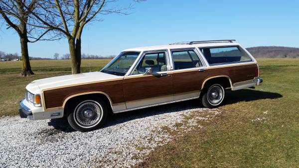 1991 Ford LTD Country Squire Station Wagon