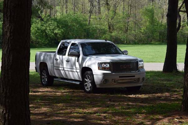 LaneDeparture2OO7 GMC Sierra Denali GreatFamily & Clean Title