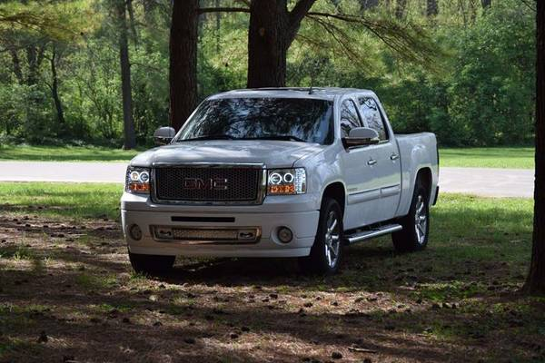 Lighting2007 GMC Sierra Denali GreatFamily & Clean Title