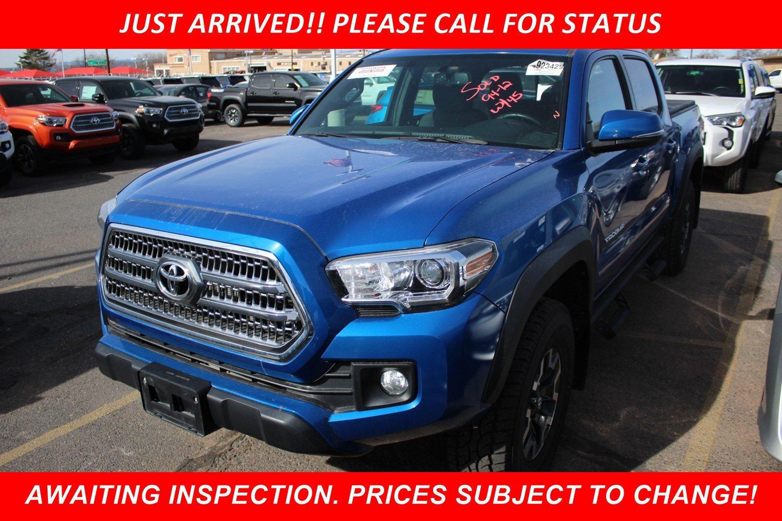 Photo Pre-Owned 2016 Toyota Tacoma TRD Off Road With Navigation  4WD