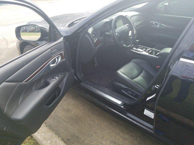 2016 INFINITI Q70 Sedan