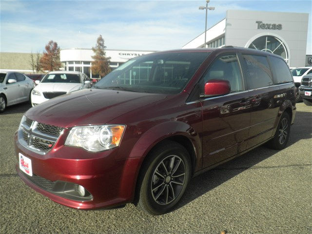 USED 2017 DODGE GRAND CARAVAN SXT FWD MINIVAN