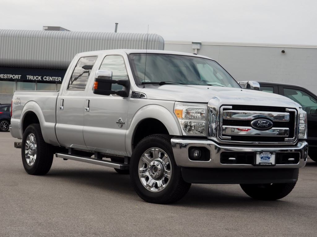 Photo Used 2015 Ford F-250 Super Duty Truck Crew Cab V-8 cyl for Sale in Saint Louis, MO