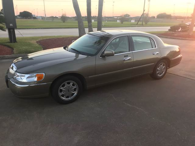2001 Lincoln Town Car Signature 4dr Sedan