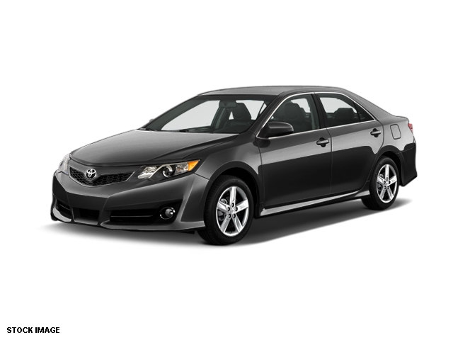 2014 Toyota Camry Sedan Front-wheel Drive | Near Middletown