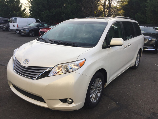 2016 Toyota Sienna XLE w/Navigation Package Van in Chantilly