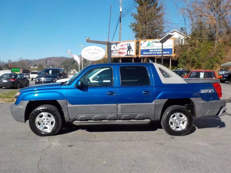 2003 Chevrolet Avalanche 4dr 1500 4WD Crew Cab SB