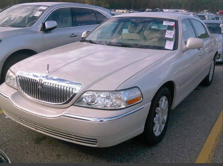 2006 Lincoln Town Car Signature Limited 4dr Sedan