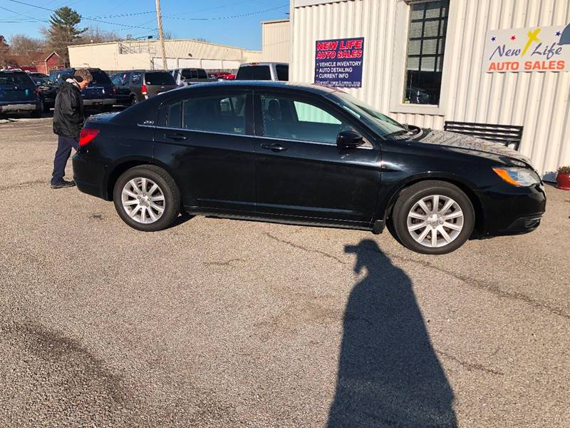 2013 Chrysler 200 Touring 4dr Sedan