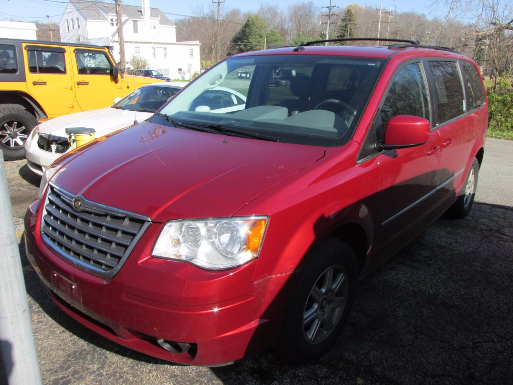 2010 Chrysler Town & Country Touring Touring Mini-Van near Cleveland