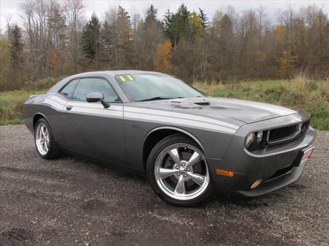 2011 Dodge Challenger RT R/T Coupe near Cleveland