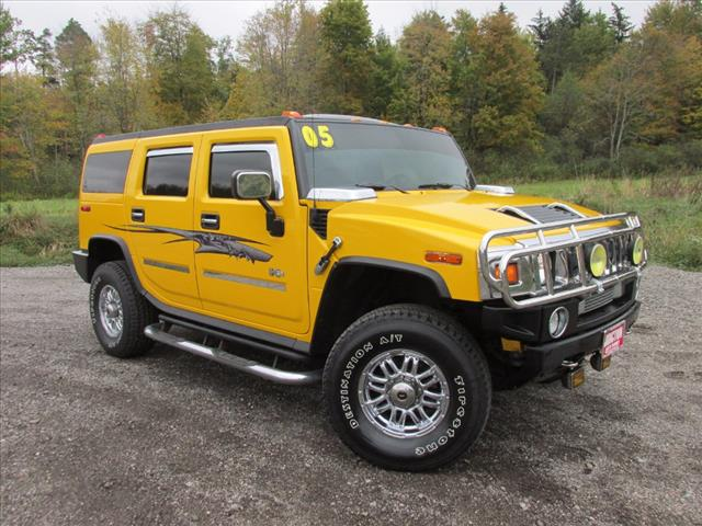 2005 HUMMER H2 Lux Series Lux Series SUV near Cleveland