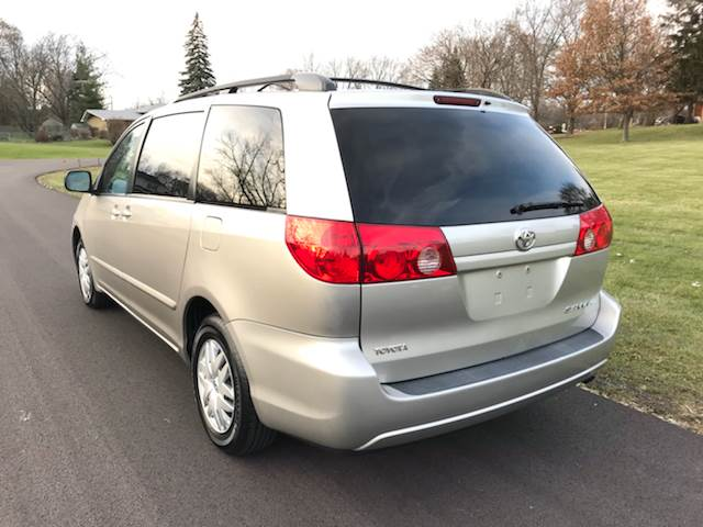 2009 Toyota Sienna CE 7-Passenger 4dr Mini-Van