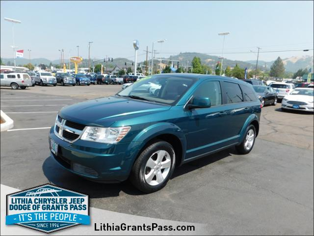 Photo Used 2009 Dodge Journey SXT SUV in Grants Pass
