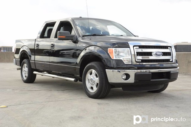 Photo Used 2013 Ford F-150 XLT, Aluminum Wheels, Bed Liner, Fixed Running Boa Truck SuperCrew Cab For Sale San Antonio, TX