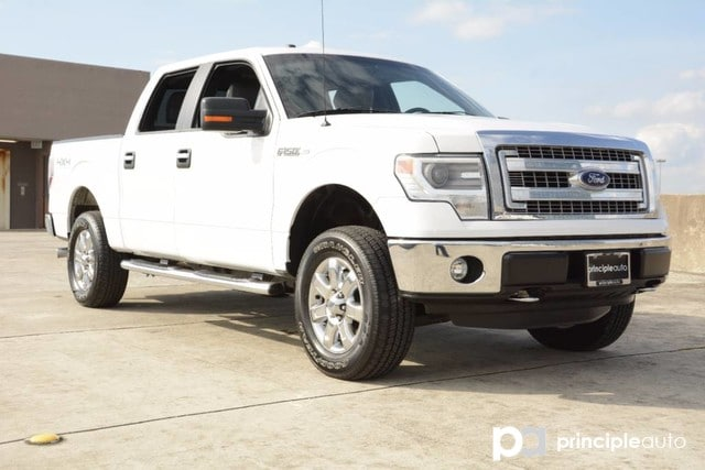 Photo Used 2014 Ford F-150 XLT, Aluminum Wheels, Bed Liner, Fixed Running Boa Truck SuperCrew Cab For Sale San Antonio, TX