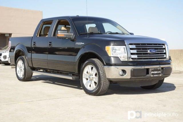 Photo Used 2013 Ford F-150 FX2, Aluminum Wheels, Bed Liner, Fiberglass Cap, F Truck SuperCrew Cab For Sale San Antonio, TX