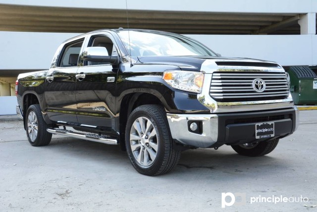 Photo Used 2017 Toyota Tundra Limited, Aluminum Wheels, Bed Liner, Fixed Running Truck CrewMax For Sale San Antonio, TX
